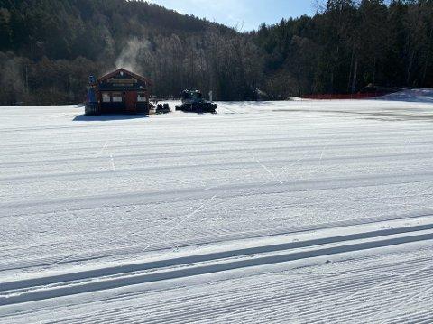 Slik er snøforholdene på Skullerud klokken 14.00 søndag.