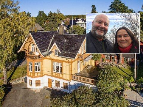 Knut Vidar Nilsen og kona Pia Foorabally selger villaen på Holtet.