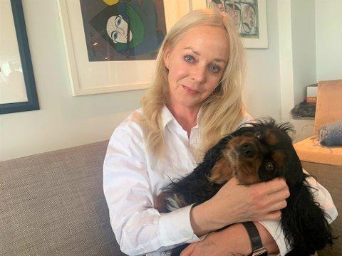 """Aslaug Mari Stubberud ville finne en turvenn til hunden Happy. Gjennom Facebook-gruppen """"Hva skjer på Nordstrand?"""" gikk det ikke lange tiden før meldingene tikket inn."""