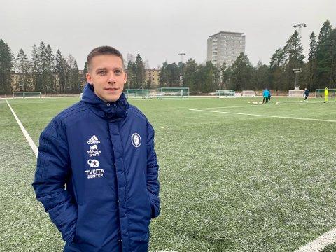 ETT LAG MINDRE: Daglig leder i Oppsal Fotball, Jørgen Grydeland, er usikker på hav som skjer med seniorene i klubben. Nylig måtte klubben trekke ett lag fra seriespillet.