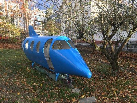 Dette lekeflyet ligger ute til salgs på Finn.no. Hittil har det ikke vært noen interesserte, men Andre Myrvoll (43) håper det får seg et fint hjem.