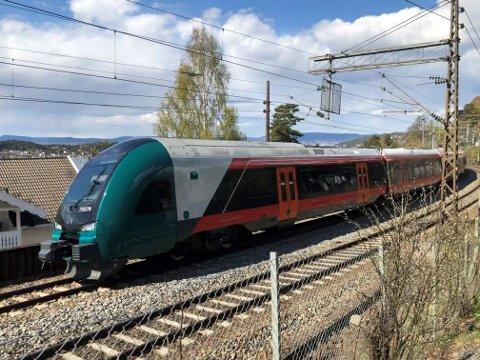 Østfoldbanen stenges på grunn av vedlikeholdsarbeider i pinsehelgen.