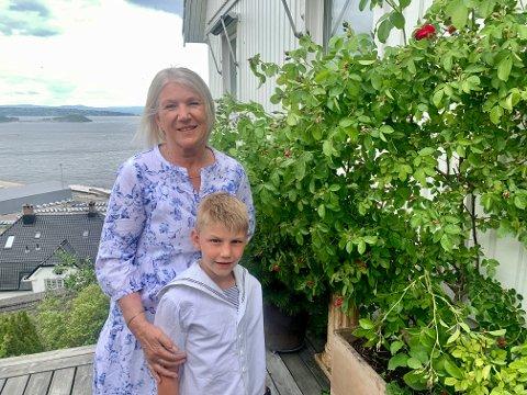 Margrethe Kvalheim og barnebarnet Oscar Moscoso Røse (7).