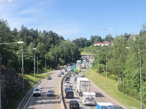 Det var en trafikkulykke på E6 ved avkjørselen til Lambertseter tirsdag ettermiddag.