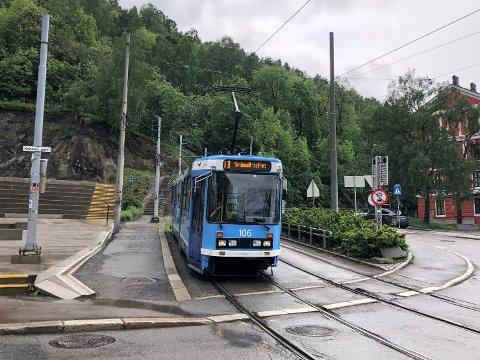 I dag går 19-trikken til Jernbanetorget igjen fra Ljabru. Den svinger av etter holdeplassen Bjørvika.
