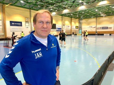 TILBUD: Styreleder Jon Anders Henriksen i BSK Innebandy dro i gang en åpen dag i Bækkelagshallen for de eldste ungdommene.