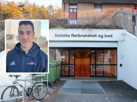 Holmliahallen er åpen igjen. Det er daglig leder i Holmlia Sportsklubb, Aram Singh Meradi, veldig glad for.