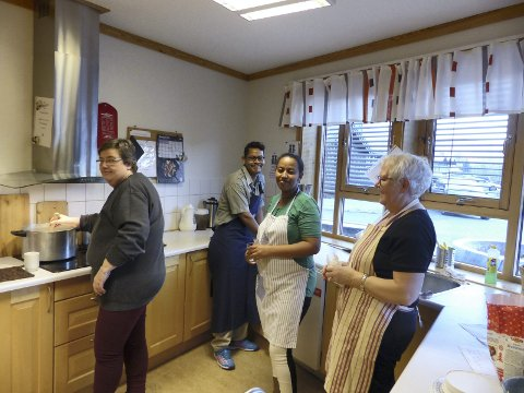 Kjøkenet: Mari Visdal, Yassir Alemam, Senait Habtegergish og Mildrid Olsen