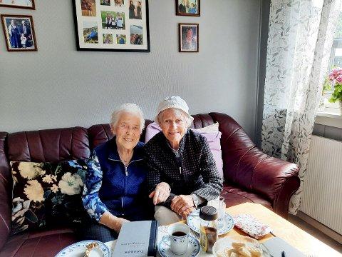 Kari Haugstulen (født Leiren) og Eva Andersen (født Aasen) har beholdt vennskapet i over 80 år.