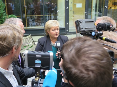 STRAMMER INN: Statsminister Erna Solberg etter møtet med de UDI-ansatte tirsdag. Foto: Trond Lepperød (Nettavisen)