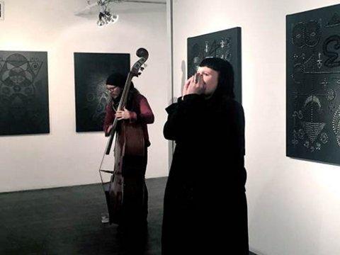 KONSERT: Marita Isobel Solberg og Christo Stangness gjør en opptreden på kunstgalleriet The Lodge på Manhattan. De to var svært aktive i løpet av den uken Stangness var i New York.
