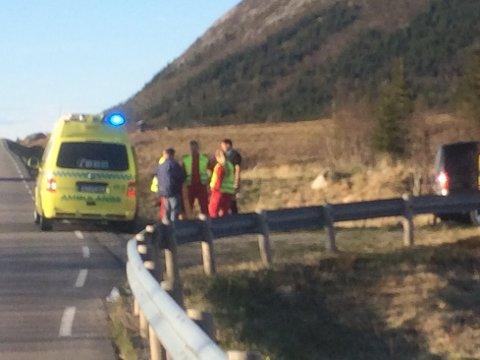 SKADET: En person er beskrevet som alvorlig skadet etter massevelten under et sykkelritt i Lofoten tirsdag kveld. Foto: Kai Nikolaisen
