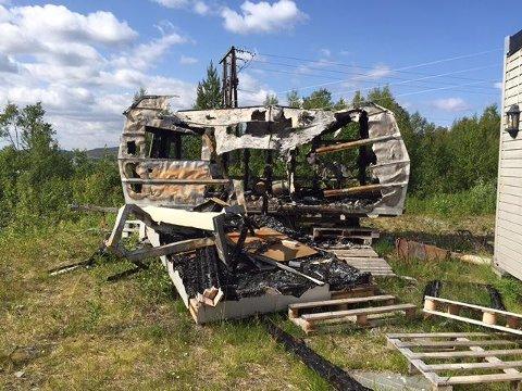 Alta Skiferbrudd SA har funnet alt fra busser til badekar og campingvogner i Altas skiferfjell. I tillegg står det biler med både batteri og olje, noe som kan være farlig. (Foto: Willy-Einar Hågensen)