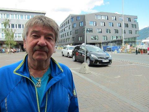 LEI: Roger Michalsen synes det er ille at drosjene skal få stå på Stortorget, der de forurenser et ellers trielig torgmiljø.