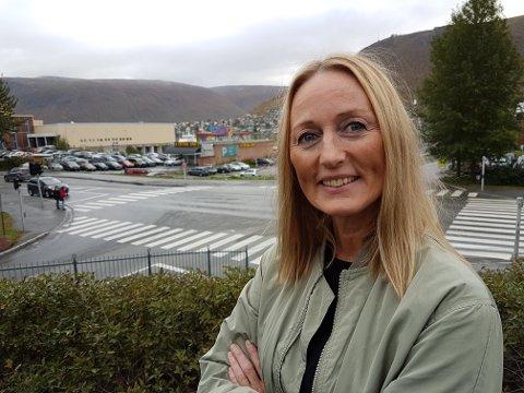KRITISK: Det er helt bakvendt å redusere asfaltbudsjettet, sier Vanja Terentieff