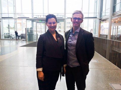 Byrådsleder Kristin Røymo (Ap) og byråden for utdanning, Brage Larsen Sollund (Ap). (Foto: