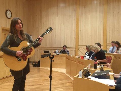 FEIRET KVENENE: Lena Jinnegren fikk æren av å markere Kvenfolkets dag i Troms fylkesting.