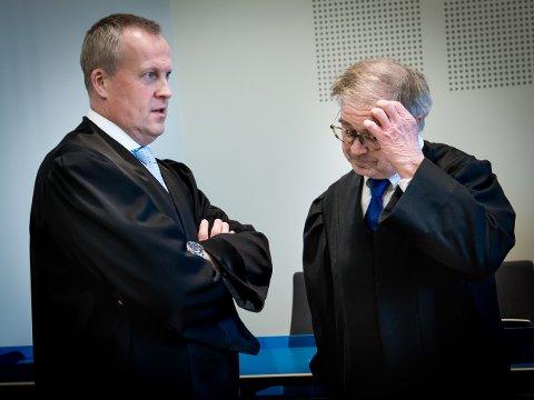 DOM: Her er aktor Lars Fause (til venstre) og forsvarer Aasmund Olav Sandland i retten før dommen etter dobbeltdrapet i Tromsø høsten 2014, ble avsagt onsdag ettermiddag.