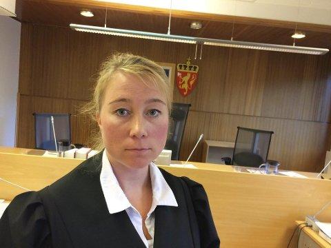 AVHØR: Politiet håper at de onsdag får gjennomført avhør med både siktede og fornærmede etter en knivstikking i Vadsø tirsdag kveld. Her er politiadvokat Hanne Bernhardsen i Finnmark politidistrikt.