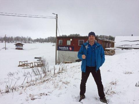 FLYTTING: SV-leder Pål Julius Skogholt vil flytte det planlagte badelandet rundt 35 meter lenger øst og delvis opp på grusbanen sør for Tromsøhallen. – Da bevarer vi Tromsømarka, og kan beholde skistadion som den er, sier Skogholt.