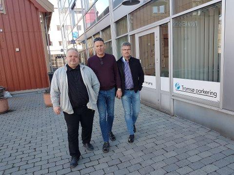 PARKERINGSTOPPER: Disse tre parkeringstoppene synes turer til utlandet er vel anvendte penger. Fra venstre: Styreleder Peter Reinholdtsen, direktør Tore Harry Paulsen og fagsjef Tore Bentzen.