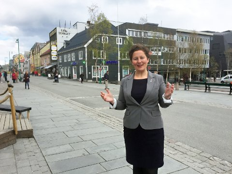STORE ENDRINGER: Kristin Røymo varsler nye grep for sentrum i den nye sentrumsplanen. - Vi skal fylle sentrum med folk, sier Røymo, som peker på at det allerede er i gang omfattende omdanning i nordbyen.