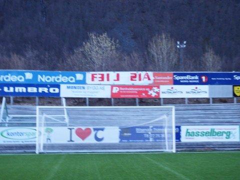 Slik ser det nye banneret på TUIL Arena ut etter at Isberget har vært på ferde!