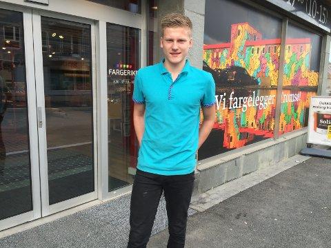 FIKK JOBB: Tobias Nøkland (16) sikret seg seks uker sommerjobb hos Fargerike i Tromsø.
