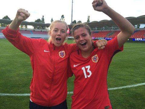 JUBEL: Tromsø-jentene Marie Dølvik Markussen (t.v.) og Gabrielle Lie jubler etter 1-0-seieren over Frankrike i åpningskampen.