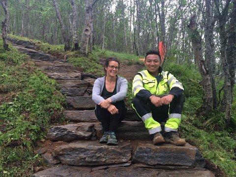 GODT SAMARBEID: Prosjektleder Margrethe Rabås og konstruksjonssjef Nima Nuru Sherpa er begge meget fornøyde med alt som er blitt gjort med trappa til nå.