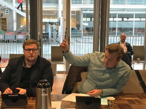 FORSLAG:Venstres Jonas Stein (til høyre) ville trekke tilbake kommunens krav om skytestans i Tromsdalen. Men forslaget ble avvist, og skytestans gjelder i alle fall inntil videre.