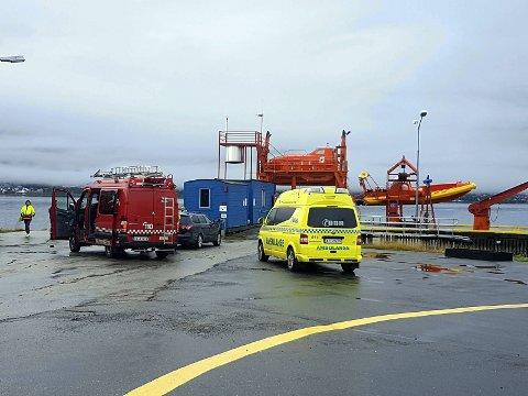 FULL UTRYKNING: Alle nødetater har rykket ut til Havarivernsenteret på Skattøra i Tromsø. Foto: Torkil Emberland