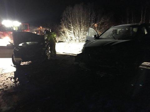 KOLLIDERTE: Fem barn og to voksne var ifølge politiet involvert i møteulykken i Ramfjord fredag ettermiddag.