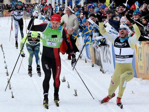 John Kristian Dahl (t.h.) vant Vasaloppet for tredje gang. mens Andreas Nygaard (t.v) tok andreplassen.  Foto: Ulf Palm/ TT / NTB scanpix