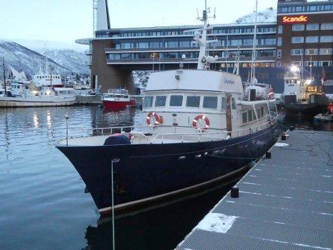 HVALSAFARI: «Jacquelyne» har de siste årene underholdt turister ved Senja, og hatt base i havna i Tromsø.