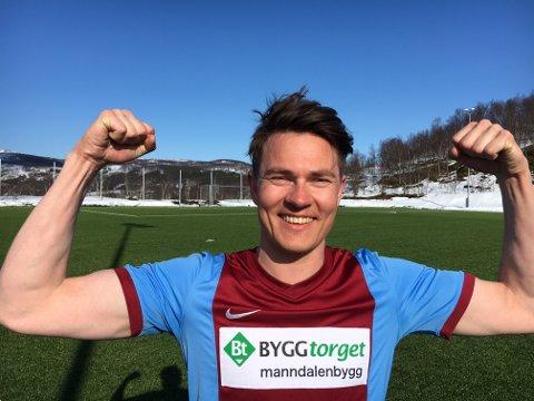 Indre Kåfjord-spiller Nikolai Lindvall jubler etter seier mot IL Ulfstind.
