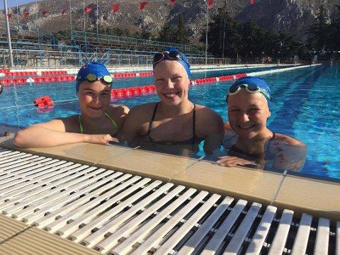 LOVENDE SVØMMETRIO: Kirsten Elisabeth Johansen, Marlene Fjelstad og Cecilie Klingeberg deltar i NM i helgen for Tromsø Svømmeklubb. Her fra en treningsleir på Hellas tidligere i sommer.