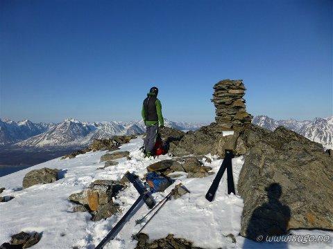 Karltinden er et populært toppturfjell om vinter, men færre går om sommeren.