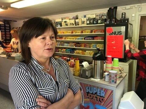 Heidi Isaksen har drevet Isaksen kiosk i tre år. Bygdekiosken er spesielt kjent for lottogevinster og storsalg av mydlandpølser.