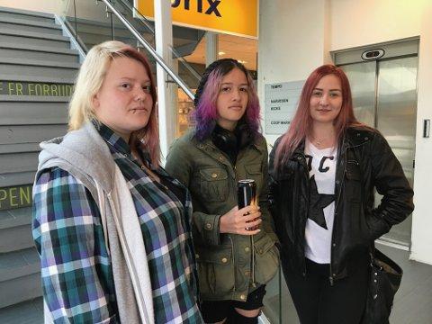 GODT: Venninnene Sofie Therese Fredriksen, Åse Fameno Sommerseth og Marice Viktoria Johannesen drikker alle energidrikk. Mest fordi det er godt.