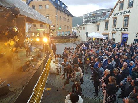 GJENTAS IKKE I ÅR: Gatefesten, som i to år har samlet mange til fest og musikk i Sjøgata, blir ikke arrangert i 2019. Her fra 2017-utgaven.