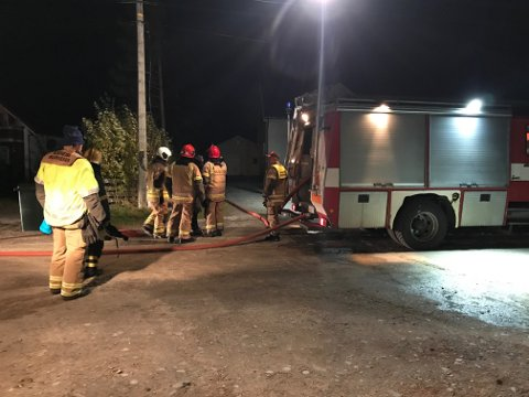 BRANN: Da Nordlys snakket med politiet like før klokken 23 torsdag kveld, hadde ikke politiet kontroll over brannen.