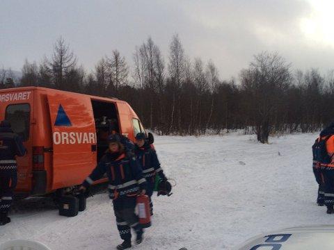 LETEAKSJON: Mannskaper fra Sivilforsvaret deltar i leteaksjonen etter mannen. Foto: Anita Bakk Henriksen