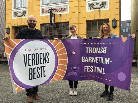 Håvard Stangnes, Sandra Indahl og Astrid Aure på slippet av fjorårets festivalprogram for Verdens Beste barnefilmfestival. Festivaln flyttes nå fra juni til september, for å utnytte publikumspotensialet bedre.