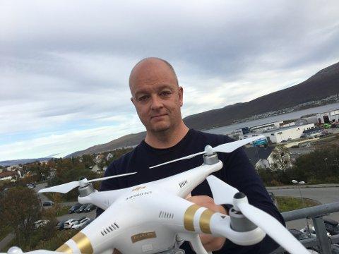 DRONE: Flyoperativ leder i NORUT, Nils Håheim-Saers, ble vitne til at noen fløy en drone av denne typen DJI Phantom i innflygingen til Tromsø lufthavn. Staten kunne unngått denne, og en rekke lignende episoder, med å ta i bruk en eksisterende sikkerhetsløsning, mener han.