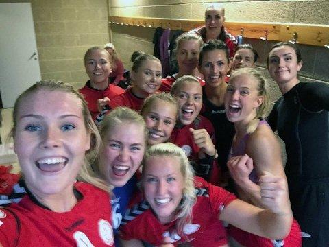NØKKELKAMP: THK-kvinnene feirer en viktig borteseier med selfie i fjor. Denne helgen er det nøkkelkamp hjemme mot Elverum. Kampen direktesendes på Nordlys.no.