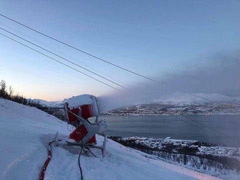 VANN BLIR SNØ: Dette snøproduksjonsanlegget sørger for at alpinparken kan holde åpent uavhengig av om det kommer nok snø.