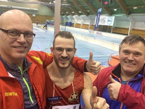 SELFIE: Trener Morten Trane (f.v.), Bjørn Øivind Berger og pappa og trener Øivind Berger.
