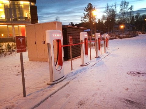 Tesla har ladestasjoner verden over. Men nå er selskapets Facebook-side slettet. Foto: Lennarth KVernmo