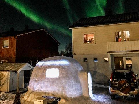 IGLO: Med LED-belysning er igloen i Tromsdalen et imponerende skue om natta.